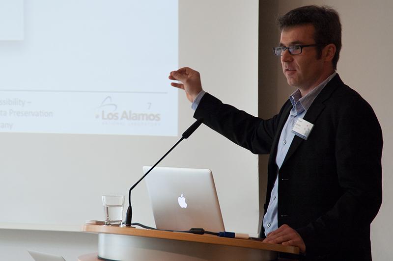 Dr. Martin Klein von der Digital Library Group der Los Alamos National Laboratories stellt »Memento« und sein Social Archiving Modell vor.